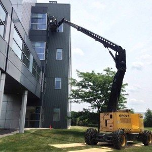 Window cleaning building using man lift
