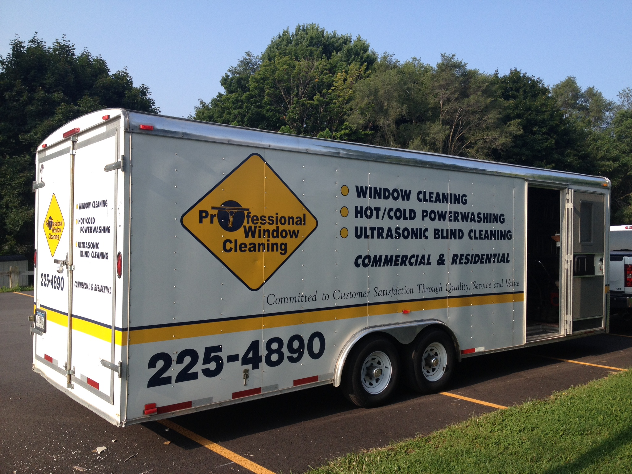 Side view equipment trailer